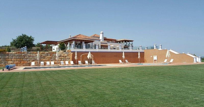 Malhadais Villa Sleeps 14 with Pool Air Con and WiFi - 5585583, location de vacances à Boliqueime