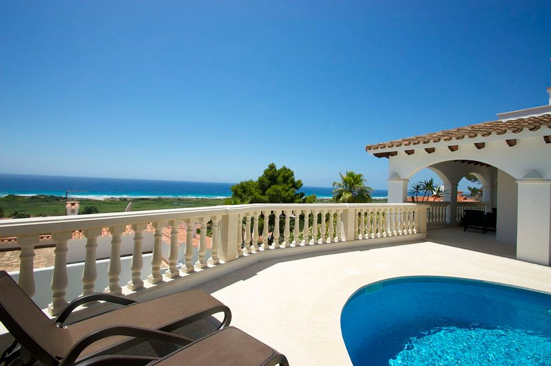 Torre Soli Nou Villa Sleeps 6 with Pool Air Con and WiFi - 5238070, holiday rental in Santo Tomas