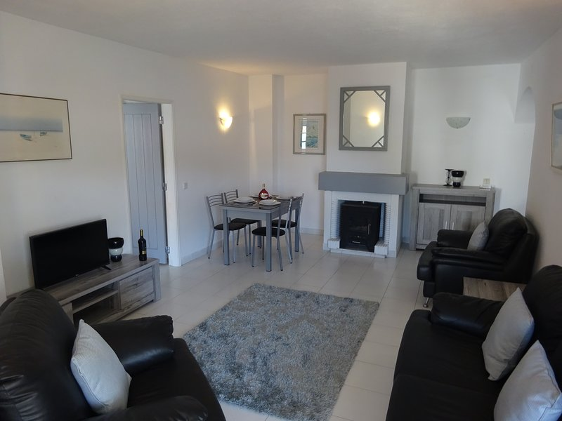 Casa Darcey Lounge. English tv channels, WiFi, comfortable lounge seating for four and dining table