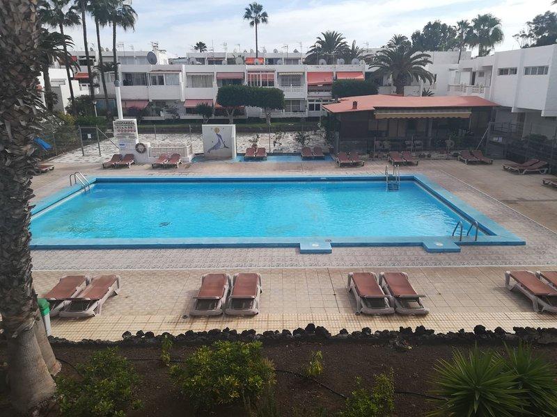 Beautiful appartment with swimming pool!, alquiler de vacaciones en Costa del Silencio