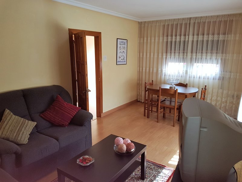 Nice house with terrace & Wifi, holiday rental in Robellada
