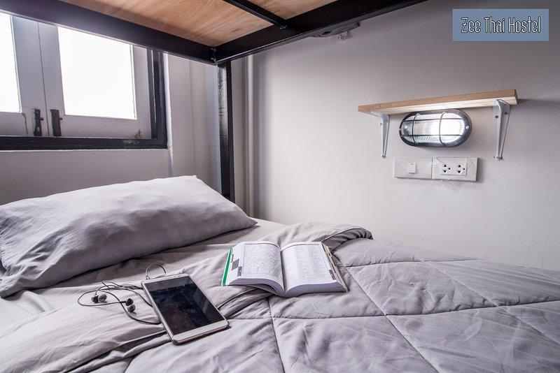 Zee Thai Hostel Room 9 Khaosan Bangkok Bunkbed for 4 pax, holiday rental in Bang Kruai