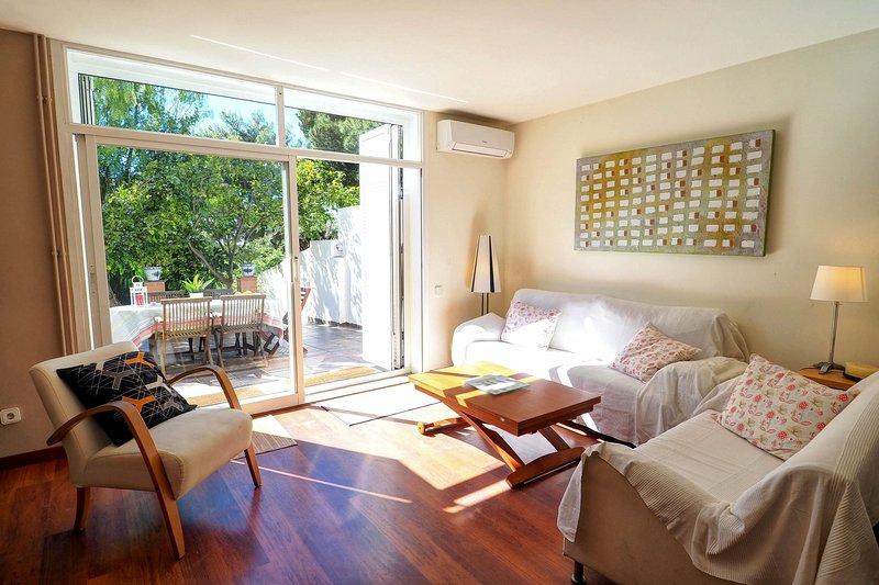 SUNNY TRIPLEX, holiday rental in Garraf