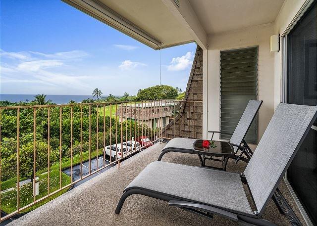 Keauhou Akahi 210- Top floor spacious condo that sleeps 4! Large ocean view!!, holiday rental in Honalo