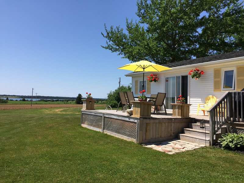 Relaxing cottage with majestic waterview. Near Greenwich Beach and Trails. Peaceful Perfection