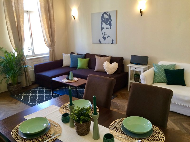 Amplia sala de estar con sofá doble no-plegable (2 personas)