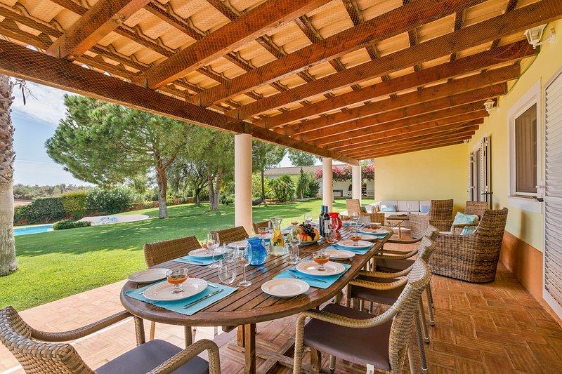 Casas da Ribeira Villa Sleeps 12 with Pool - 5585842 – semesterbostad i Silves