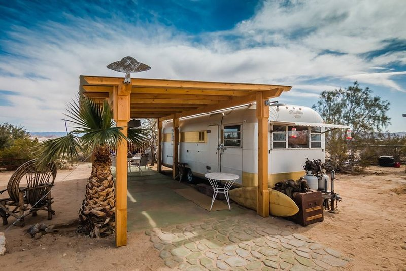 Silver Streak at the Flying Point Homestead | Near JTNP & MCAGCC, holiday rental in Twentynine Palms