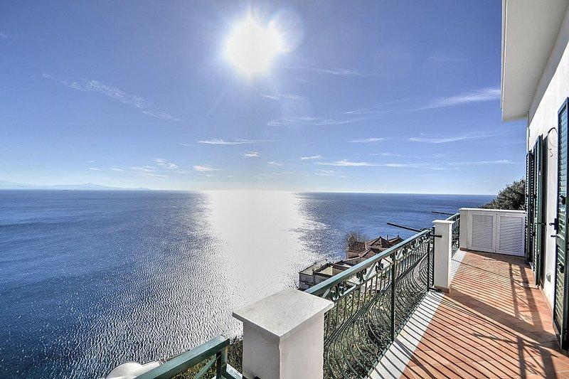 Amalfi Holiday Home Sleeps 4 with Air Con - 5586483, holiday rental in Amalfi