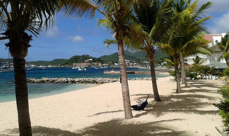 Studio plage privée à Marigot, holiday rental in Sandy Ground