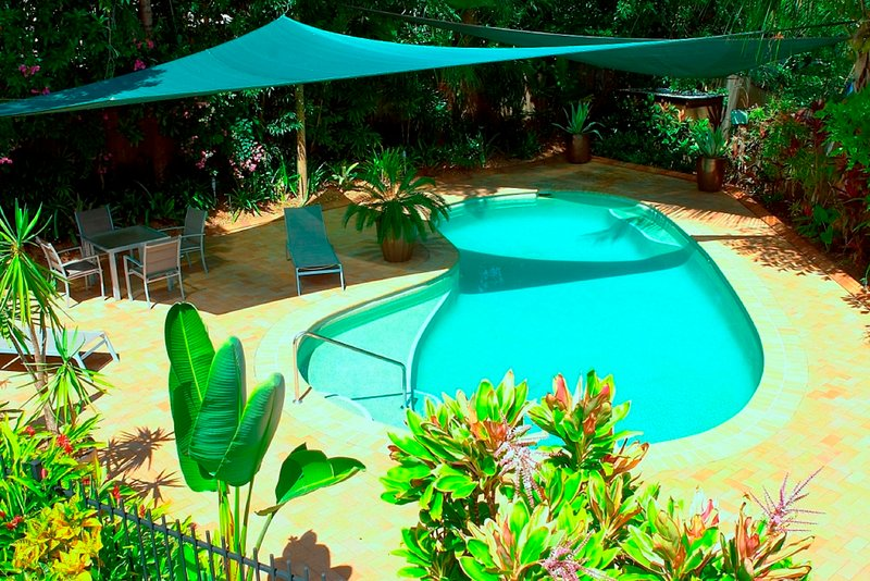 Aquatica Palm Cove - Luxe Holiday Home, holiday rental in Clifton Beach