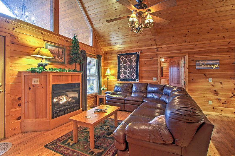 Up to 6 guests can make themselves at home amidst the rustic decor!