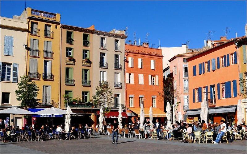 Adjacent to the vibrant Place de Republiuqe