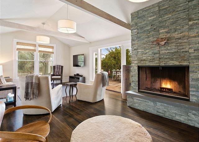 Stunning Retreat Overlooking Vineyards w/ Pool, Hot Tub & Guest Suite, vacation rental in Healdsburg
