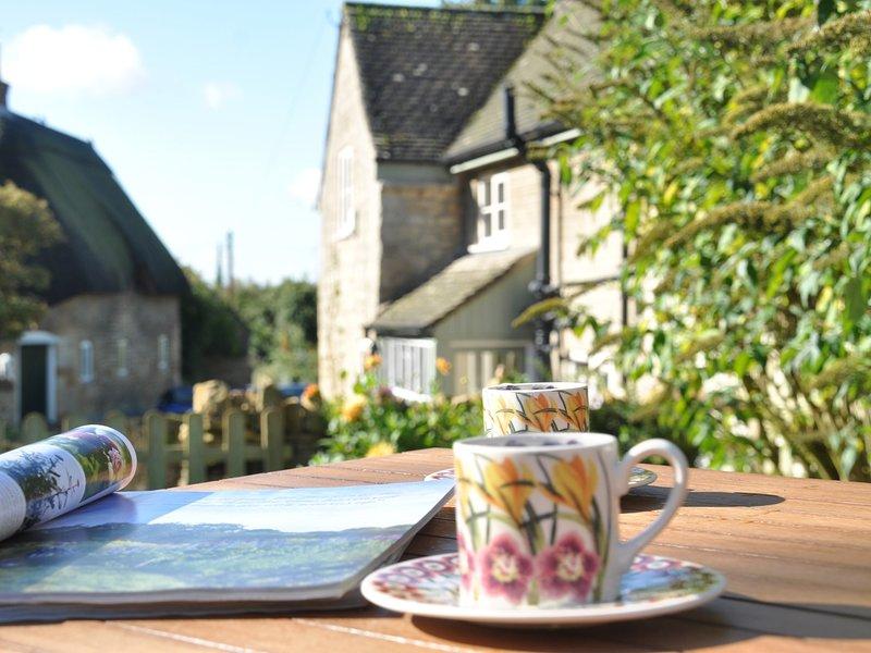 Détendez-vous dans le jardin avec vue sur le village et à deux pas de la pub du village