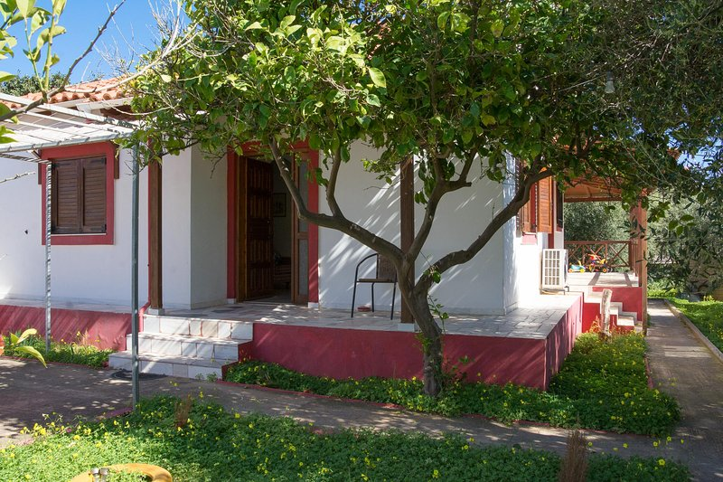 Family home with private garden near the beach – semesterbostad i Kreta