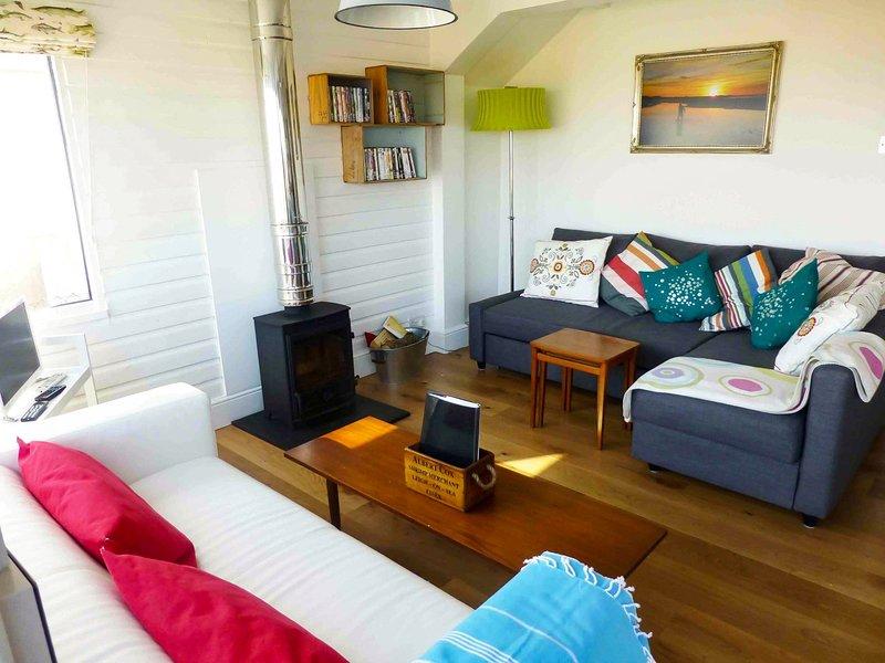 Salon avec poêle à bois réchauffement