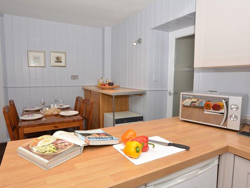 Social open plan kitchen/ diner