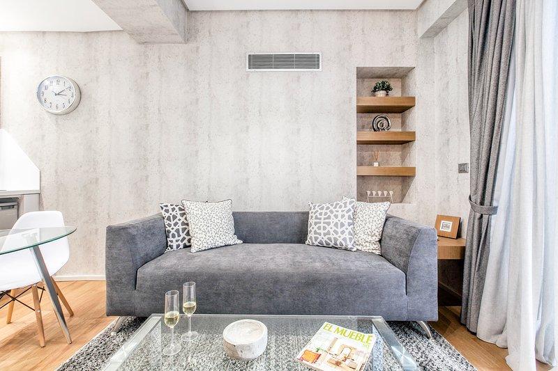 Sala de estar elegante y confortable.