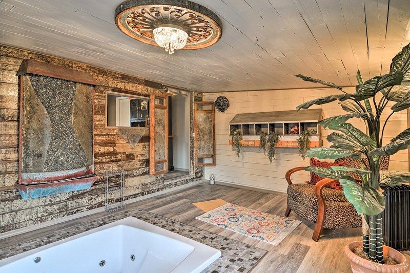 Trova la pace tra la natura in 'La Gioconda,' un 1-camera da letto, 1 bagno di affitto villa a Hot Springs.