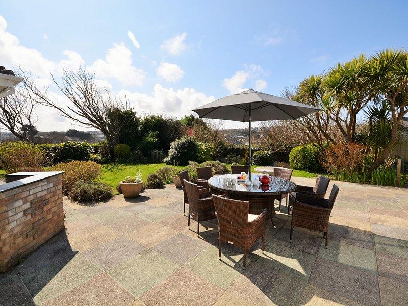 Enjoy al fresco dining in the garden