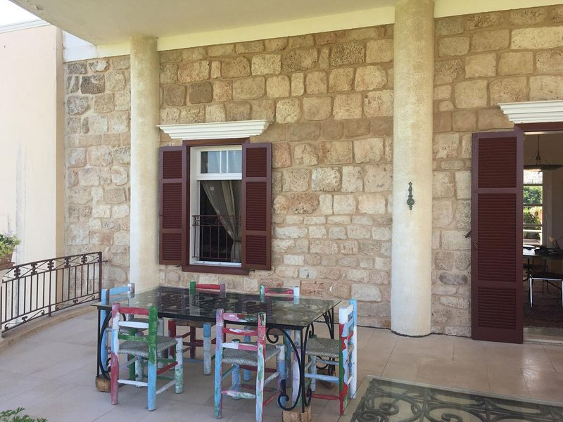 PAMPLEMOUSSE - LES JARDINS DE TYR, vacation rental in South Governorate