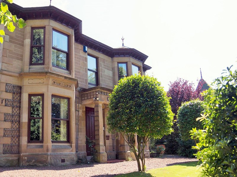 View from the driveway with private parking and garden