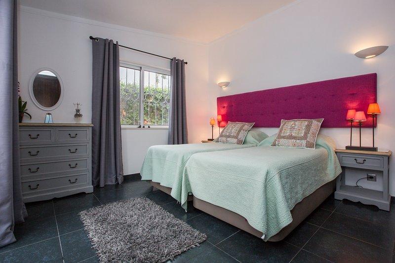 Habitación doble, ropa de cama de buena calidad. villa de vacaciones de lujo.