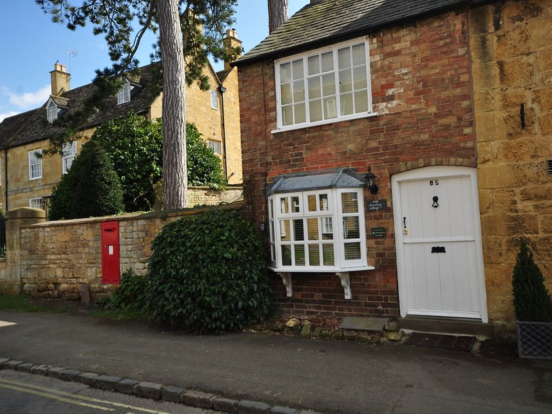 External image of the charming cottage