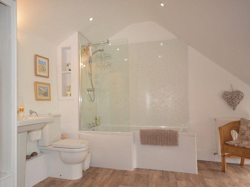 Neu Badezimmer renoviert, mit Dusche über der Badewanne