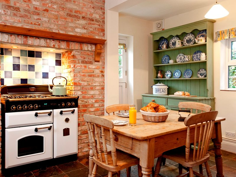 Breakfast time is easy in this spacious kitchen