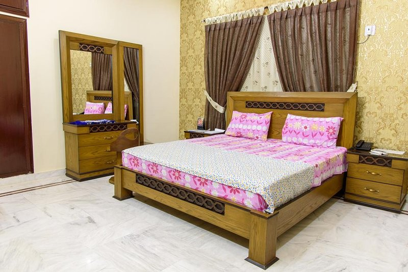 Patel Residency Guest House (Single Room) 3, holiday rental in Sindh Province