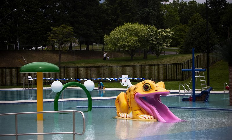 Local community pool at Siebert Park that is close by; great for the entire family