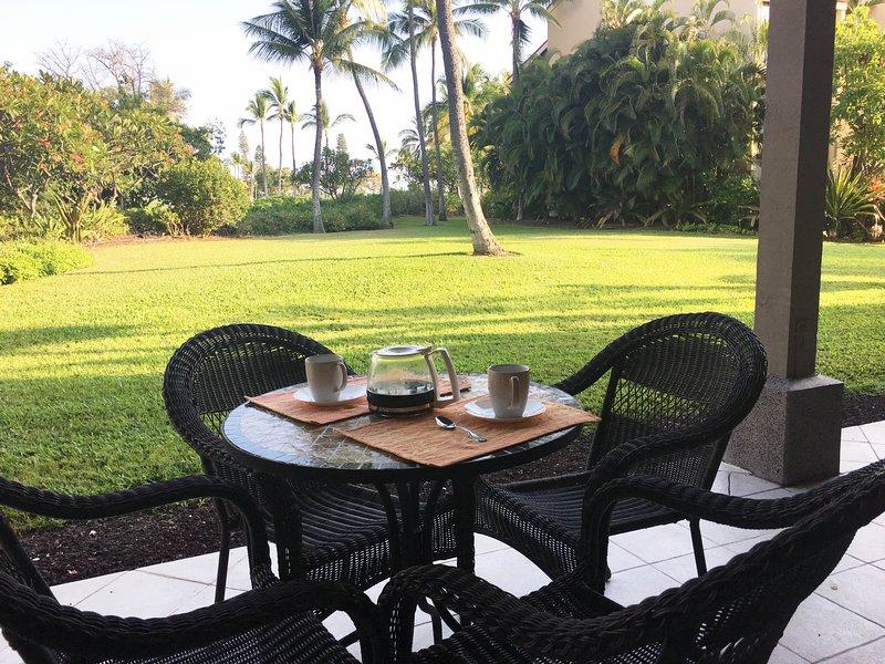 Café de la mañana en el jardín con vistas a Lanai