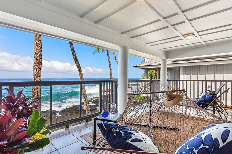 SIZZLING SUMMER RATES - OCEANFRONT LUXURY! - Serene views from master suite lanai