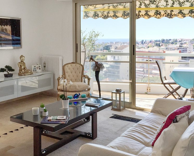 Nice apartment with sea view & Wifi, casa vacanza a Le Cannet