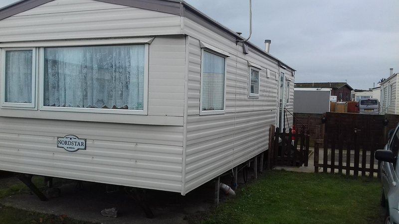 Caravan/mobile home - 2 Bedrooms  , 1 Bathroom  , 2007 Delta Nordstar 4/6 berth, Ferienwohnung in Bleadon