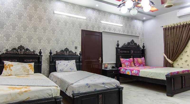 Patel Residency Guest House (Junior Suit w/ Balcony), holiday rental in Sindh Province