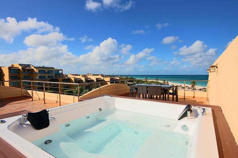 Jacuzzi al aire libre y una espectacular vista panorámica al mar!