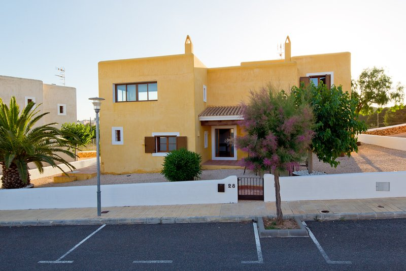 CAN NOVES, 22-28 - 4 suites villa, location de vacances à Migjorn