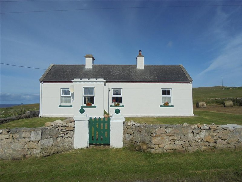 Traditional Irish Cottage Wild Atlantic Way – semesterbostad i County Mayo