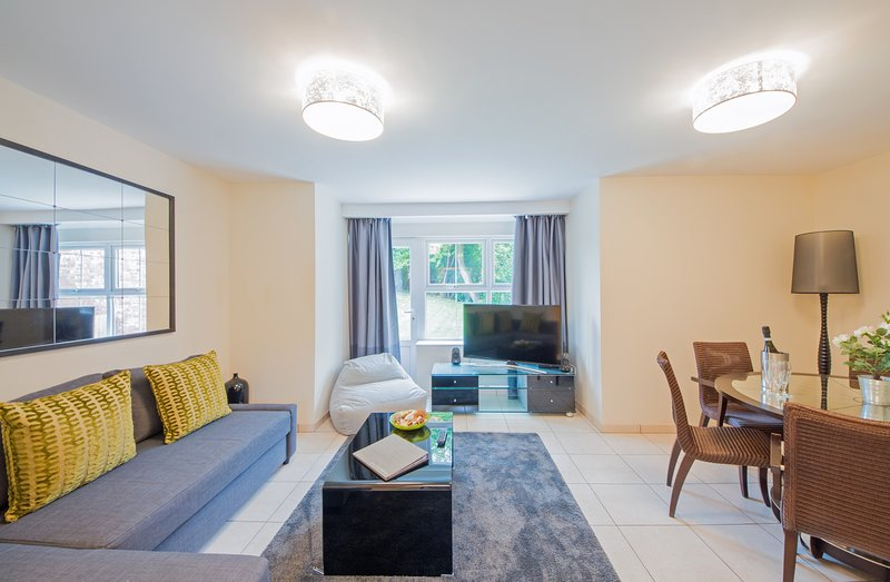 Cottrell Coach House - 'Arabella' Apartment, holiday rental in Penarth