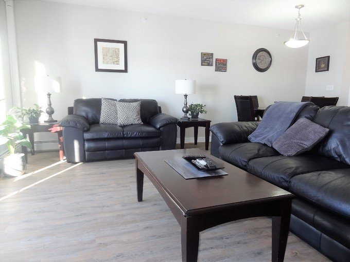 Great One Bedroom + Den Condo in Devonshire – semesterbostad i Red Deer