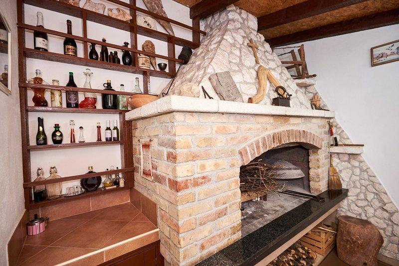 Jurkovic Apartment Sleeps 4 with Air Con - 5586491, location de vacances à Metkovic
