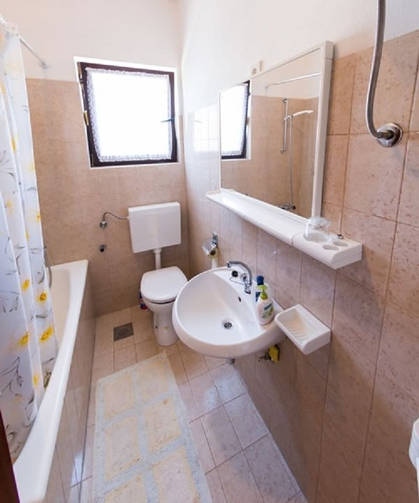 A2 (2 + 1): salle de bain avec toilette