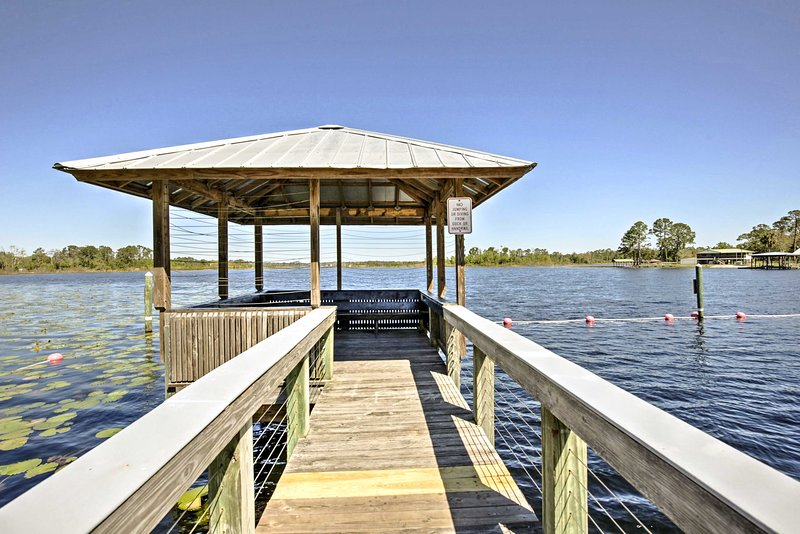 Secluded Sanctuary w/ Yard ~1 Mi to Lake Broward, vacation rental in Satsuma