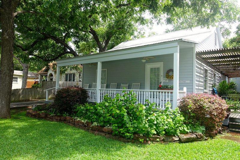 Quaint Cozy Cottage, Walking Distance to Downtown, aluguéis de temporada em New Braunfels