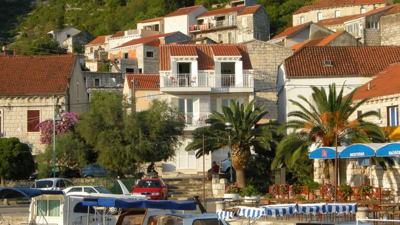 Domenica Apatments Racisce islan Korcula/ two time two bedroos apartments, holiday rental in Racisce