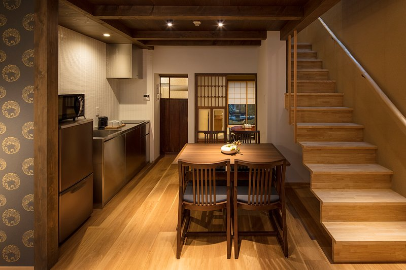 NEW! MACHIYA VILLA Suite x 2 BEDROOM & 2 Toilet x Kitchen x WiFi x walk to GION, alquiler vacacional en Otsu