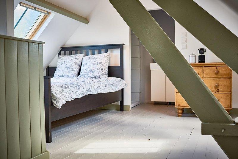 Master bedroom - wakker worden met uitzicht op het kasteel - met eigen doucheruimte